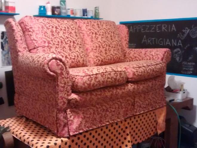 divano rosso damasco